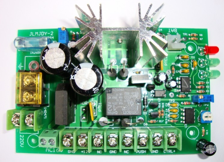 同时具有电池过放电保护电路,确保蓄电池能使用多年不易损坏.
